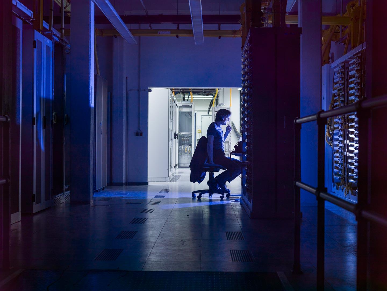 Mobilfunk Serverraum MItarbeiter