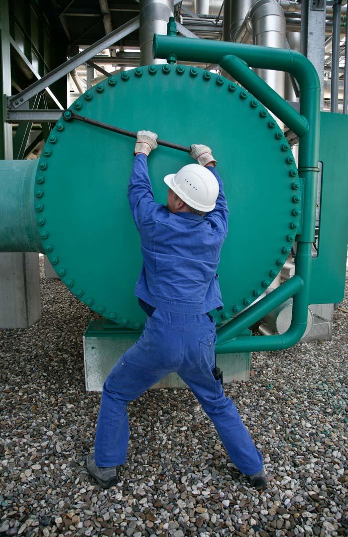Linde AG , Technische Gase  Produktion von Wasserstoff in einem Steamreformer.