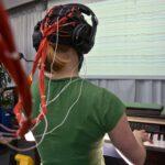 Max-Planck-Institut für Kognitions- und Neurowissenschaften Leipzig: Untersuchung der Hinrstromkurven einer Pianistin, die sich schon vor Auftreten eines Spielfehlers verändern. EEG.