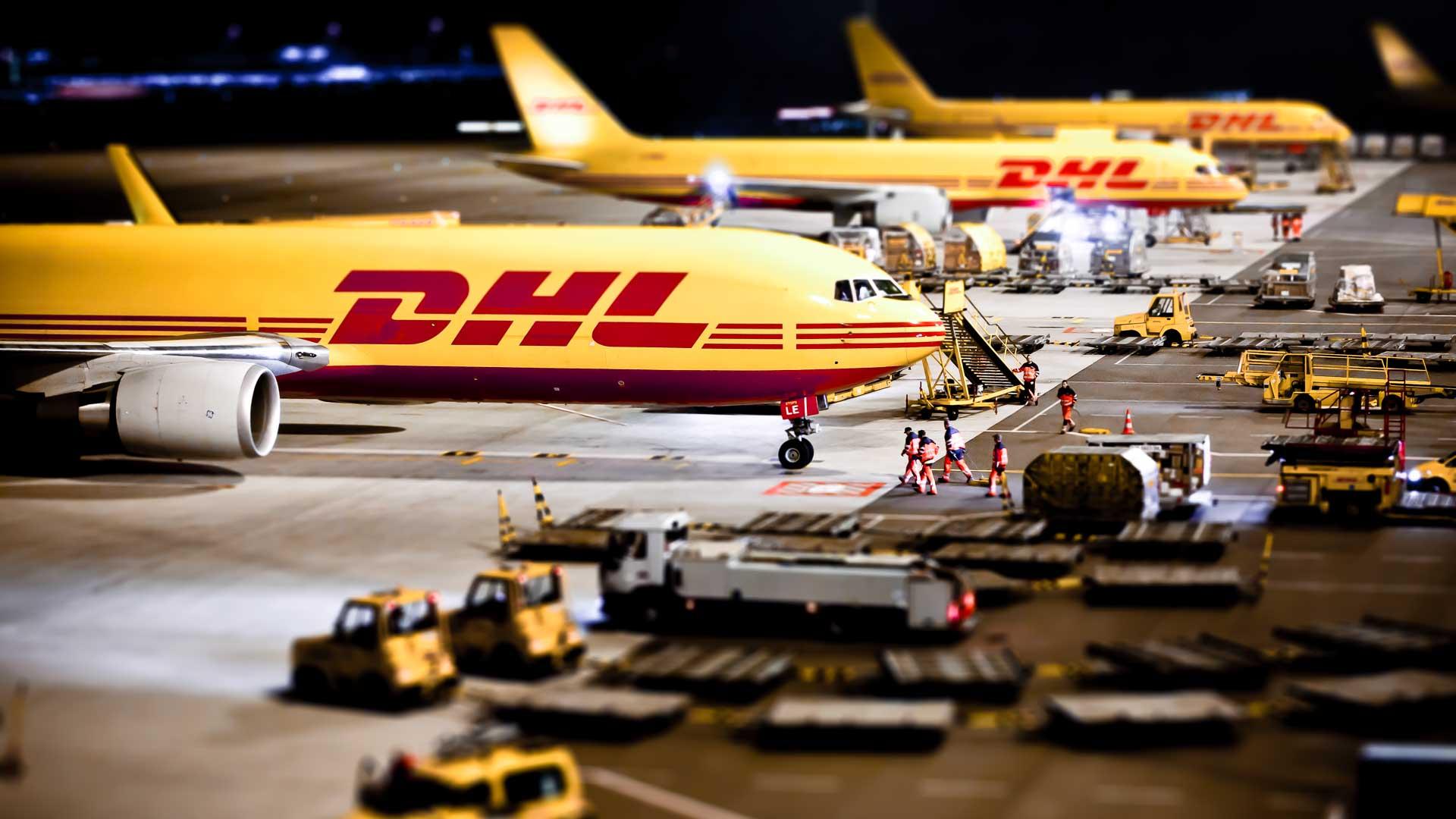 DHL Frachtflugzeuge am Flughafen Leipzig.