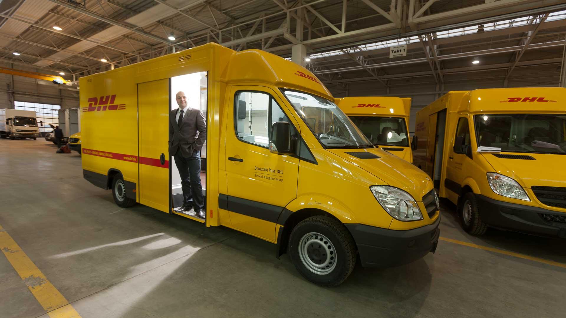 Produktion von Kofferaufbauten auf Mercedes-Benz Sprinter für DHL bei Fa. SAXAS in Werdau.