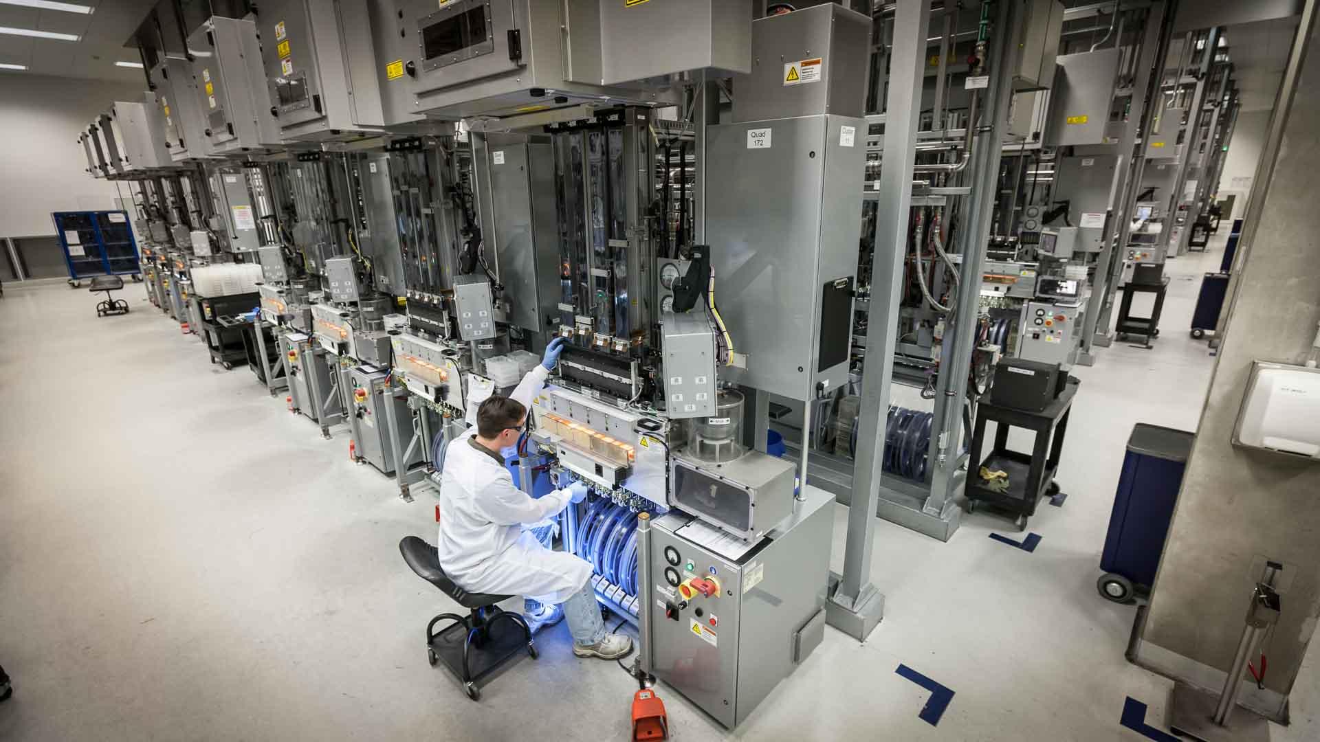 Produktion von Solarzellen bei Sovello. Neue Siliziumoefen, die bei einer Auktion in USA gekauft wurden.