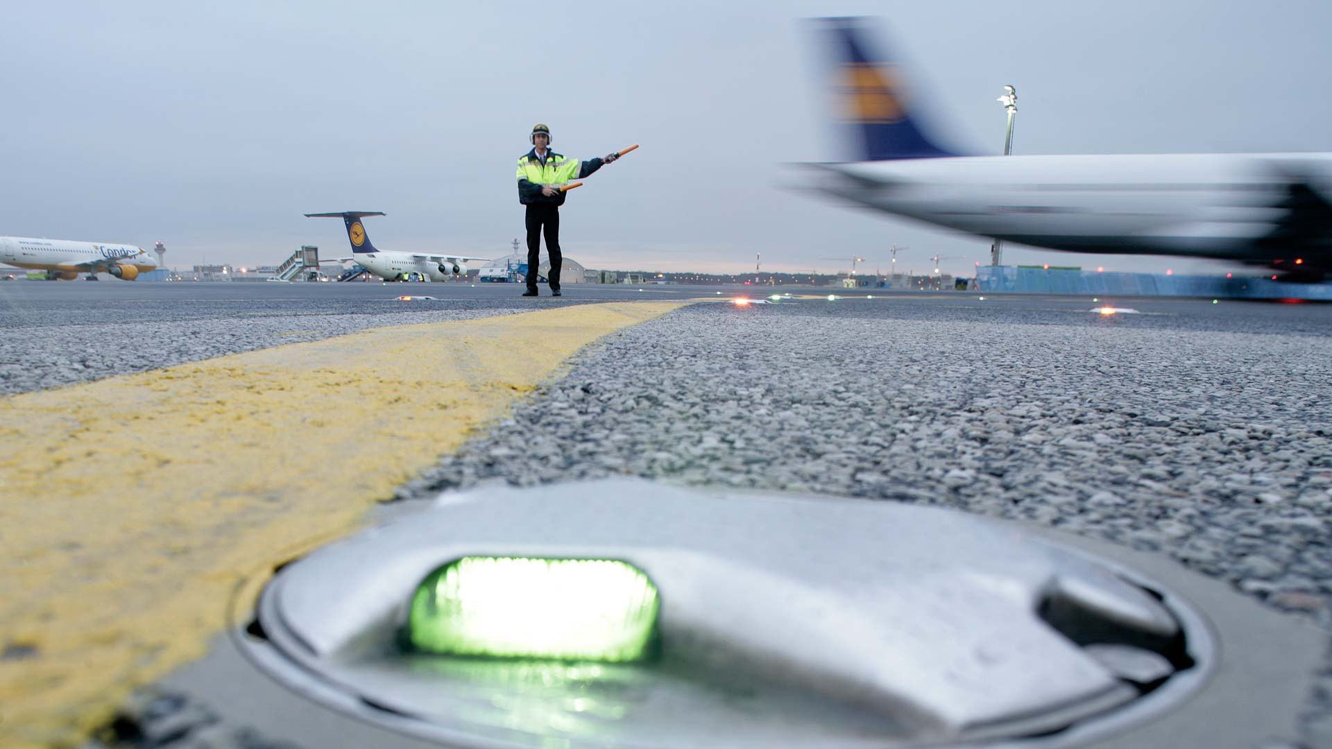 Flughafen Frankfurt M. , Rollfeld Rampe, Marshaller